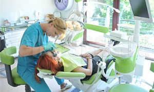 Как устранить подвижность зубов: классификация, причины, лечение