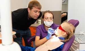 Что делать, если у ребенка в 11 лет откололся и шатается нижний зуб?