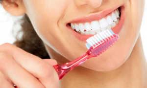Как утром чистить зубы — до или после еды?