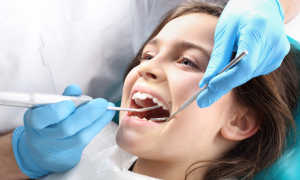 Отбеливание зубов детям: нужно ли и как правильно сделать?